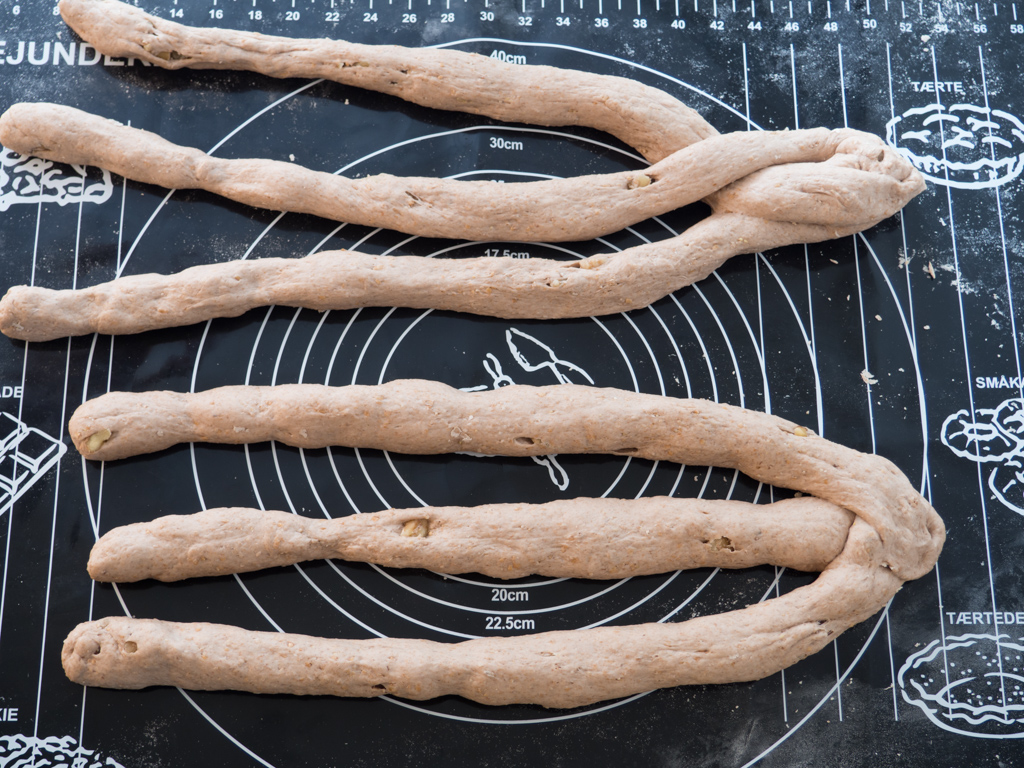 Opskrift på Hjemmelavet valnøddebrød