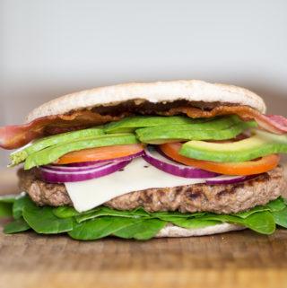 Sund burger med fuldkornspitabrød (20 minutter)