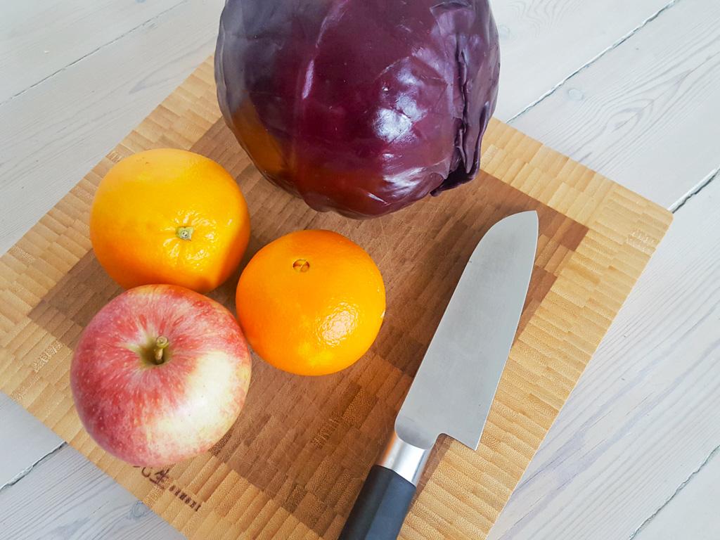 Opskrift på Hjemmelavet Rødkålssalat med Appelsin og Æbler
