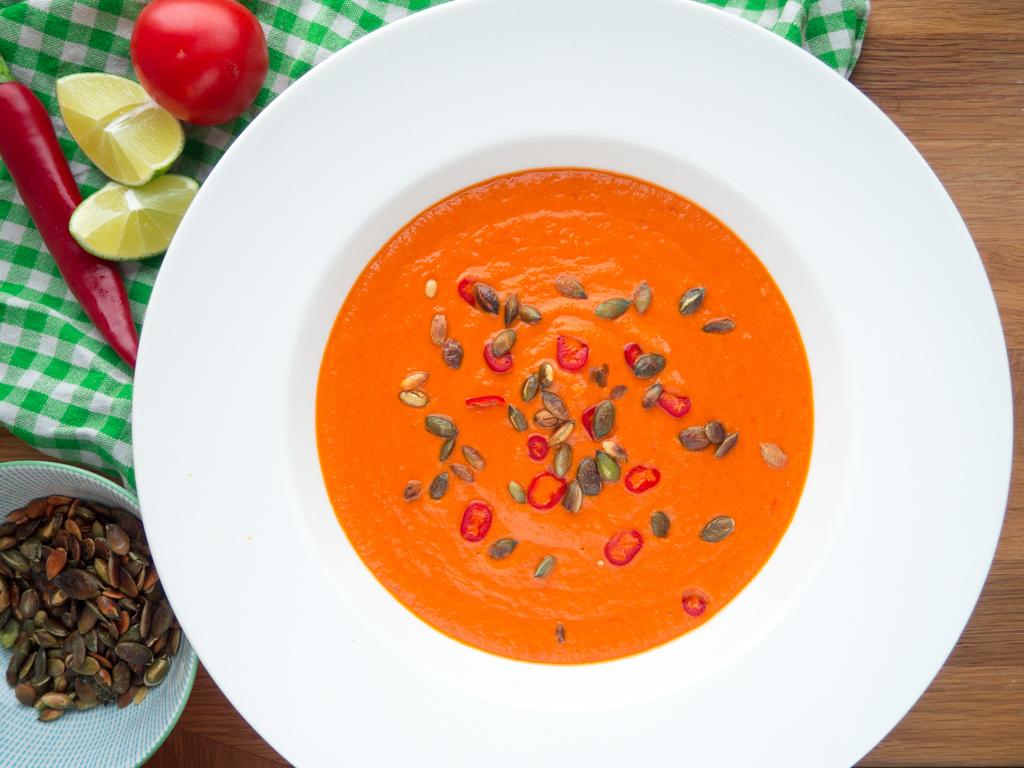 Spicy Tomat, lime og kokossuppe