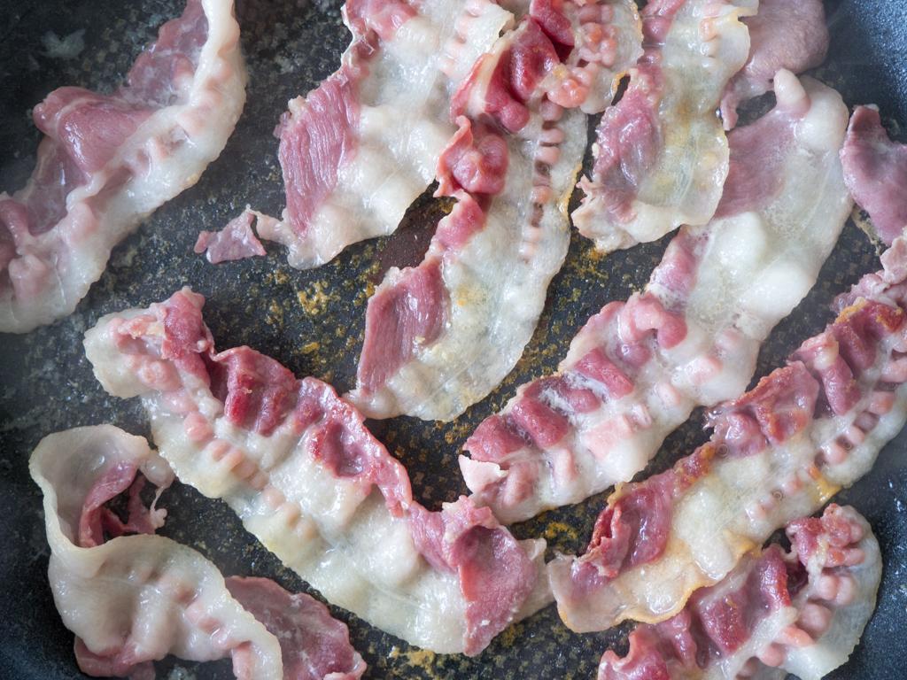 Opskrift på Hjemmelavet Luftige Morgenmadsæg med Bacon