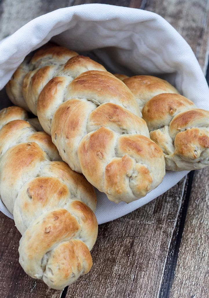 Opskrift på Hjemmelavet Flettede brød med solsikkekerner