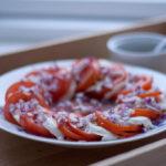 Tomatsalat med Mozzarella og Rødløg