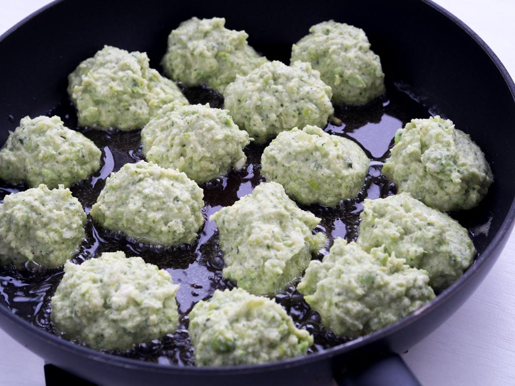 Opskrift på hjemmelavede Vegetarfrikadeller af edamamebønner