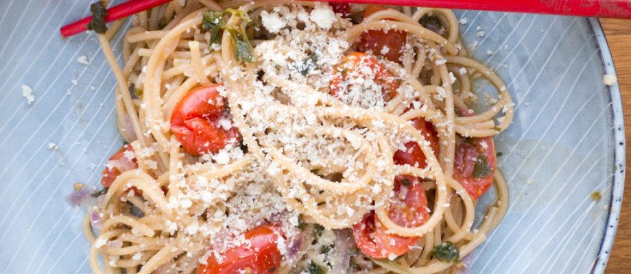One-pot tomat og basilikum pasta (15 minutter)