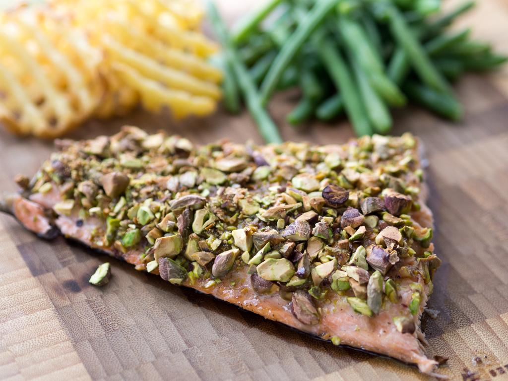 Opskrift på ovnbagt laks med pistacienødder