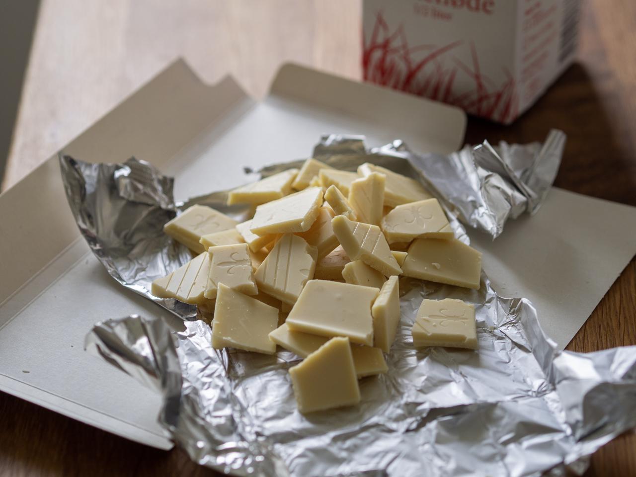 Chokoladekage med hvid chokoladetrøffel